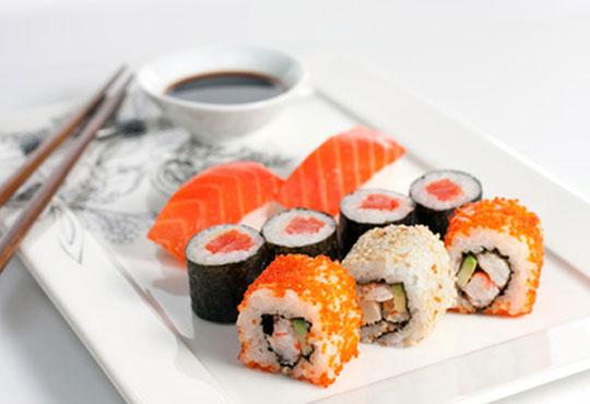 Вкусно и екзотично! Вземете суши сет Сьомга с 42 разнообразни хапки от Club Gramophone - Sushi Zone!