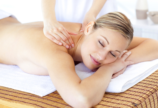 Балансирайте тялото си и забравете стреса! 60-минутен релаксиращ арома масаж с лавандула в Wellness Place BEL!
