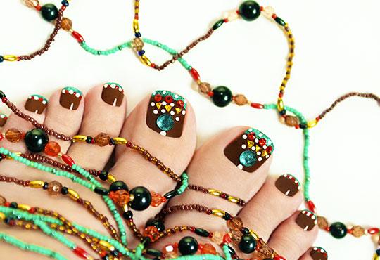 Медицински или класически педикюр + масаж на ходилата, лак O.P.I. и ДВЕ декорации в Кабинет по маникюр и педикюр