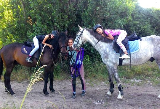 45-минутен урок по конна езда за начинаещи или за напреднали на манеж от Езда София в конна база Хан Аспарух!