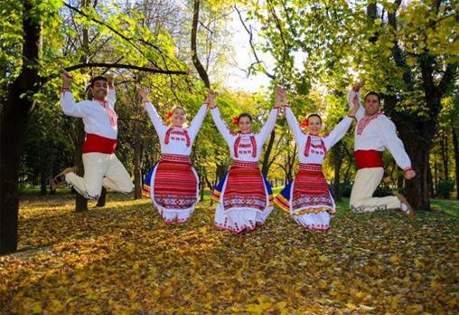 Запознайте се с автентичния български фолклор! 5 посещения за народни танци, зала по избор, клуб за народни танци Хороводец
