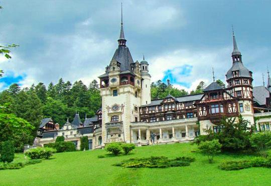 Екскурзия до Букурещ и Трансилвания в период по избор! 2 нощувки със закуски, транспорт и посещение на Пелеш, Пелишор, Бран и замъка на Дракула!