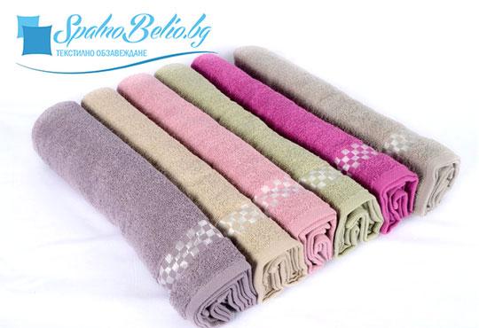 Нежна прегръдка с мека хавлиена кърпа за баня или плаж, размер 100/150 см, цвят по избор от SPALNOBELIO.BG!