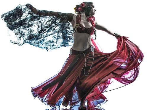 За грация, пластичност и настроение! 3 посещения Ориенталски танци на половин цена! В DANCE CORNER до МОЛ България!