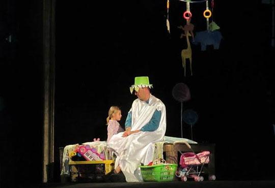 Два билета на цената на един за Любопитното слонче на 11.04. от 19ч, камерна сцена, театър Сълза и Смях