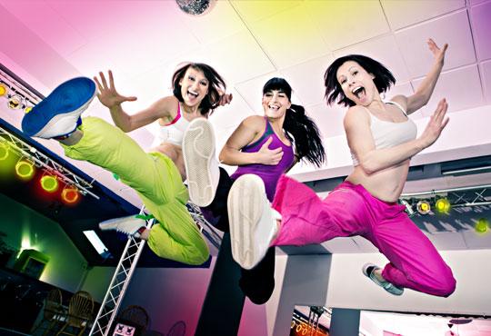 8 посещения по избор на тае-бо, боди фит, денс екстрийм на атрактивна цена! Спортувайте активно с Dance Center Suerte