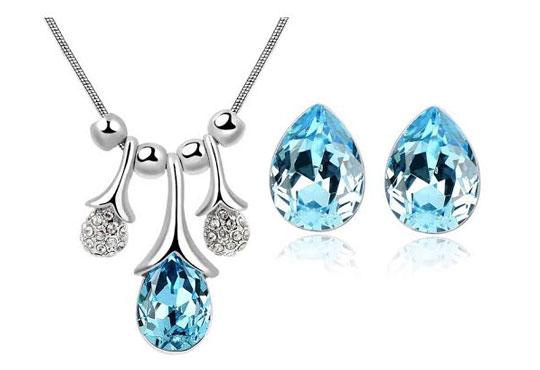 Идеалният подарък за празниците! Колие и обеци ''Морска лагуна'' с австрийски кристали от Present For You!