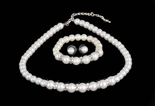 Изненадайте любимата с луксозен комплект обеци, гривна и колие с перли и висококачествен цирконий от Present For You!