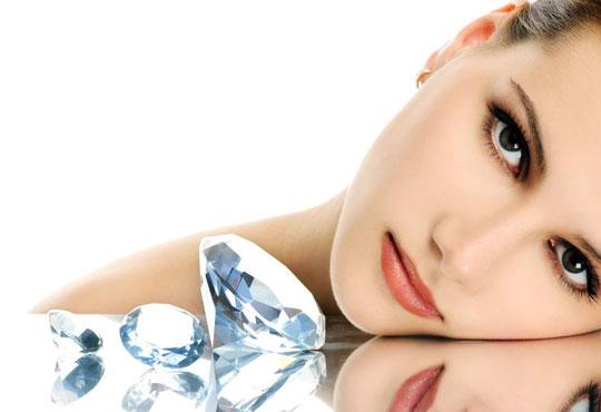 За свежестта на Вашата кожа! Диамантено микродермабразио, ултразвук, козметичен масаж и 50% отстъпка от фризьорски услуги от салон за красота Мелани!
