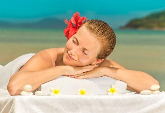 60-минутен масаж ломи-ломи на цяло тяло за единение на духа, тялото и душата в Дерматокозметични центрове Енигма!