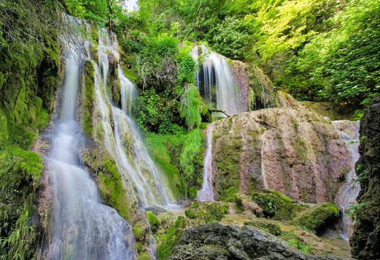 Еднодневна екскурзия през август до Крушунските водопади и Ловеч! Транспорт и водач от Дрийм Тур!