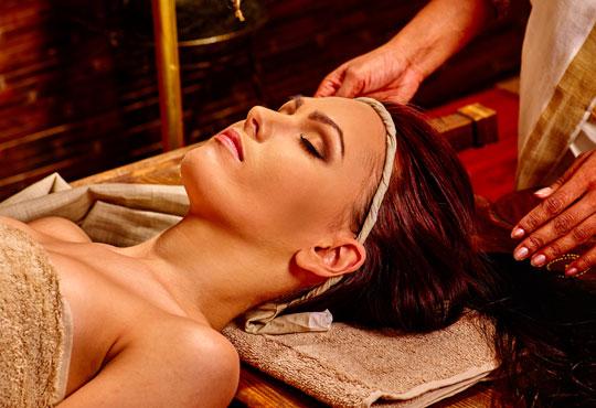 Без стрес и умора! 90-минутен абянга аюрведичен масаж на цяло тяло, Hot-Stone терапия с вулканични камъни, Green Health!
