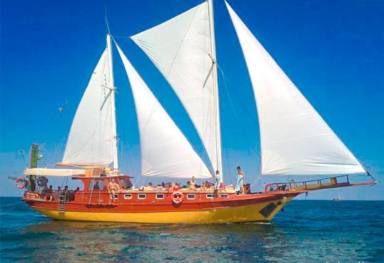 Време за море, слънце и яхта! На разходка с яхта Трофи до о. Света Анастасия! Плаване, разходка, плаж и закуска на борда, цена на човек