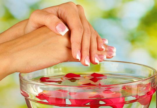 Красиви нокти за дълго време! Класически или френски маникюр с гел лак Elora в салон за красота Калинсим!