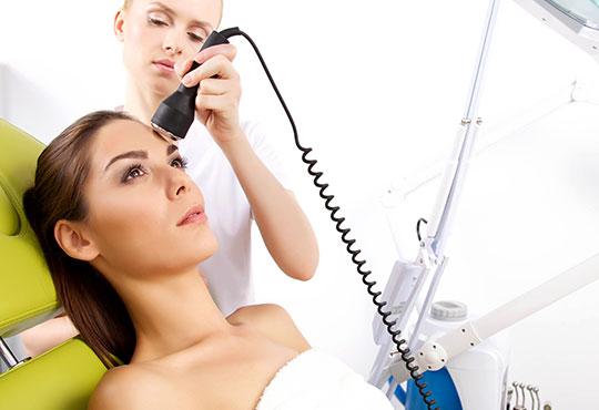 Мануално или ултразвуково почистване на лице с медицинска козметика Dr. Belter или Profi Derm и бонуси в студио Дежа Вю!