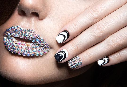 Красиви ръце! Маникюр с гел лак BlueSky и декорации на 4 пръста с камъчета дизайн Swarovski в Салон за красота Карибите