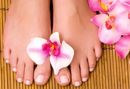 Перфектни крачета! Медицински или класически педикюр + масаж на ходилата, лак O.P.I. и ДВЕ декорации в Салон за красота Розмари