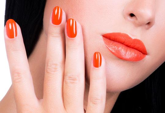 Добавете стил върху ръцете си с класически маникюр в цвят по избор от богатата палитра на OPI или Zoya в Ивелина студио!
