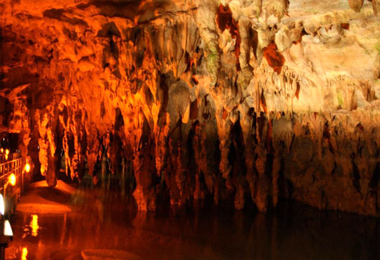 Пътувайте през октомври и декември за ден до Драма и пещерата Маара в Гърция: транспорт, екскурзовод от Глобул Турс!