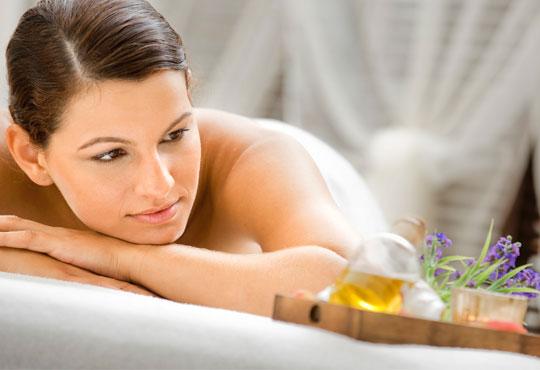 Арома масаж на гръб с масло жасмин, алое и лавандула при рехабилитатор в Студио БЕРЛИНГО до Mall of Sofia