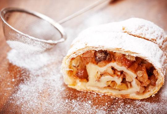 Един или два килограма домашен щрудел с ябълка, орехи и канела на хапки от Работилница за вкусотии РАВИ