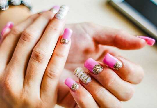 За страстни жени! Ноктопластика с удължители или с изграждане + декорации в Салон Замфира