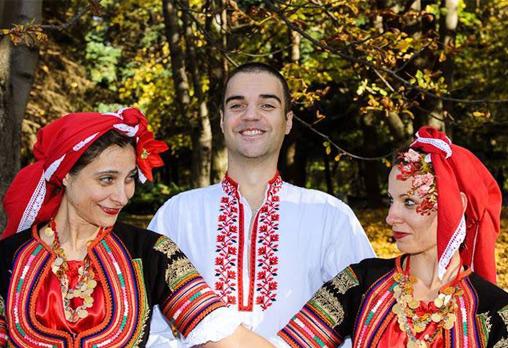 Запознайте се с автентичния български фолклор! 5 посещения на народни танци в клуб за народни танци Хороводец!