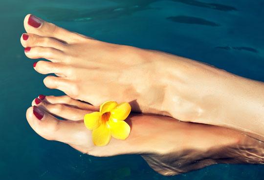 Педикюр с лак на Cucciо, 2 декорации с камъчета, релаксиращ масаж на ходилата с ароматни масла и 50% отстъпка за маникюр в студио La Coupe! - Снимка 1