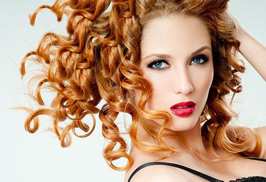 Подстригване, масажно измиване и оформяне със сешоар - прав или букли в салон за красота Моатаз Стайл!