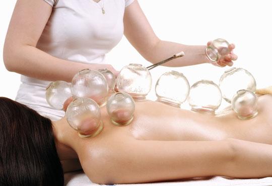 Забравете за напрежението в гърба! Отпуснете се с болкоуспокояващ масаж на гръб с вендузи в салон за красота Ванеси!
