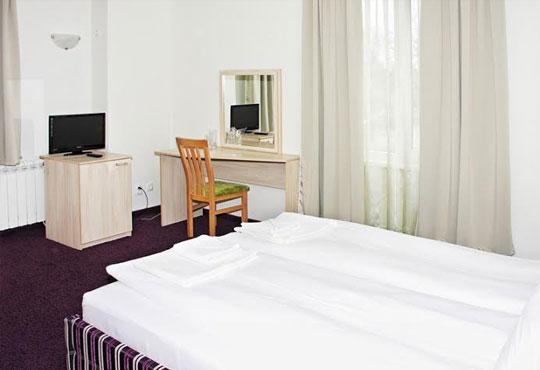 Релаксирайте през есента в хотел Свети Георги 3*, Велинград! 2 или 3 нощувки със закуски или закуски и вечери, ползване на джакузи, сауна и парна баня, безплатно за дете до 5г.! - Снимка 3