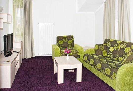 Релаксирайте през есента в хотел Свети Георги 3*, Велинград! 2 или 3 нощувки със закуски или закуски и вечери, ползване на джакузи, сауна и парна баня, безплатно за дете до 5г.! - Снимка 2
