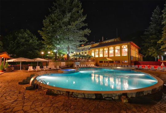 Октомври и ноември в хотел Балкан 3* в с. Чифлик! 1 нощувка,закуска и вечеря + СПА център