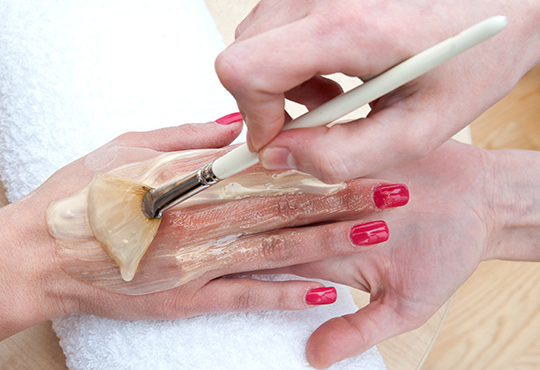 Погрижете се за Вашата кожа с парафинова терапия за лице и ръце в 7 стъпки в козметичен център DR.LAURANNE!