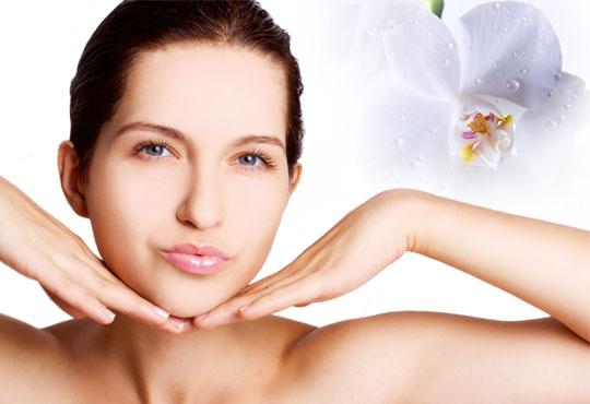 Божествени и млади! Микродермаабразио в комбинация с мануално почистване на лице с френската серия Les Complexes Biotechniques в Салон Miss Beauty!