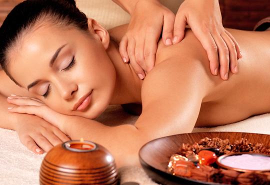 Болкоуспокояващ масаж на гръб с подбрани етерични масла от алое, иланг-иланг и макадамия в Chocolate & Beauty