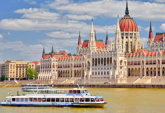 Предколедна екскурзия до Будапеща! 2 нощувки, 2 закуски и 1 вечеря в Classic Hotel 3*, транспорт и възможност за посещение на Виена