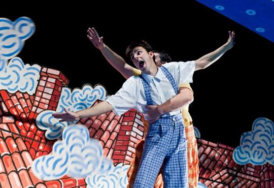 Гледайте с децата! Карлсон, който живее на покрива в Младежки театър, Голяма сцена на 04.12. от 11 ч.