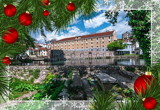 Усетете Коледния дух на Гърция! 1 нощувка със закуска в хотел 2* в Кавала, транспорт, посещение пещерата Маара и Драма - Снимка
