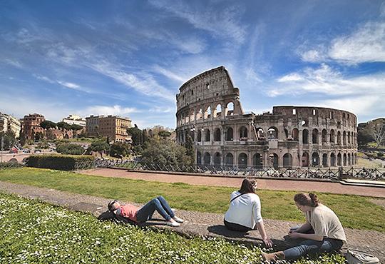 Самолетна екскурзия до Рим - Вечния град, в период по избор! 4 нощувки със закуски, билет, летищни такси, трансфери и застраховка!
