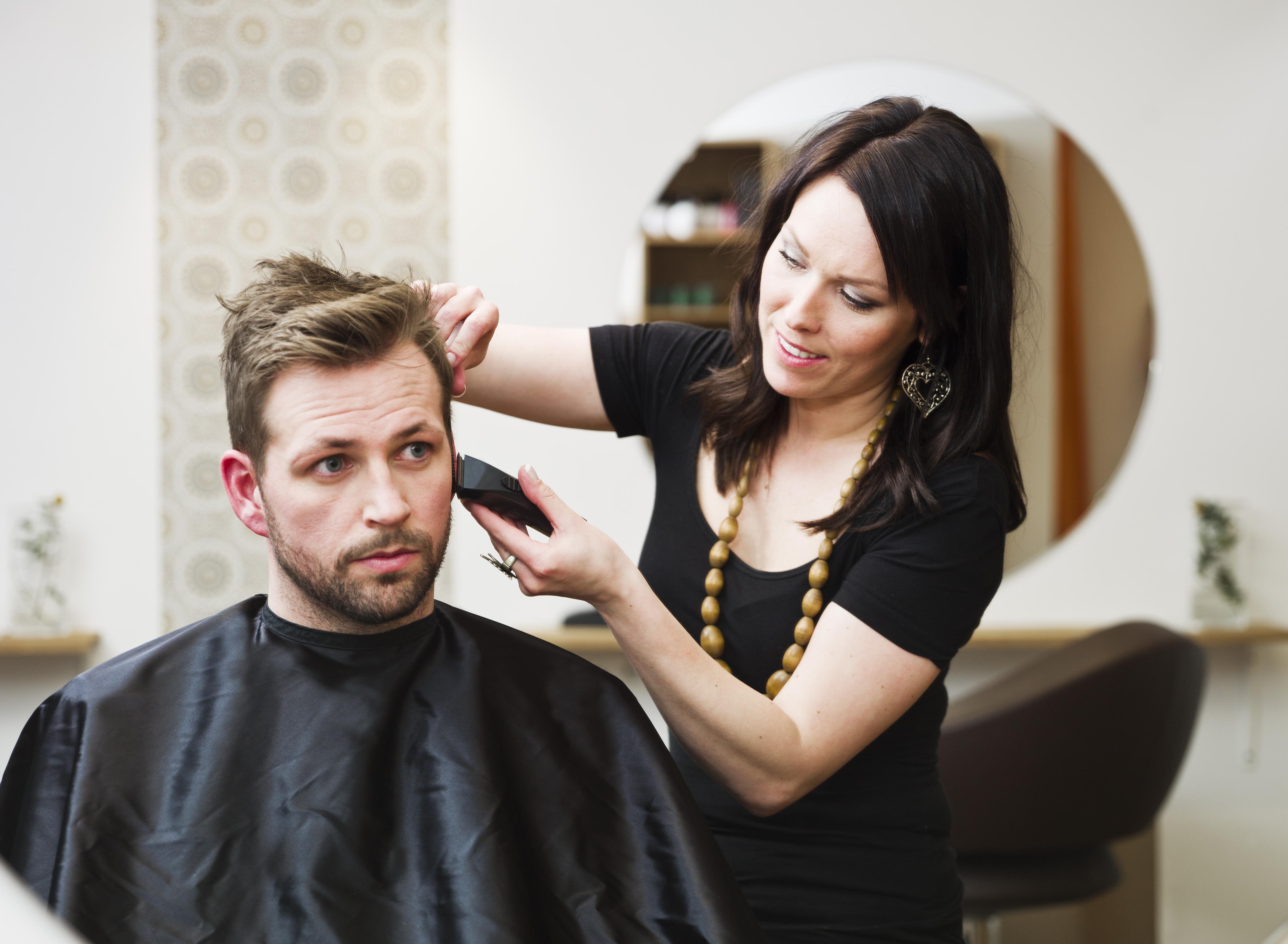 Само за мъже! Терапия против косопад, пърхот или подхранваща, маска, подстригване и стилизиране с професионални италиански продукти в Studio One - Снимка