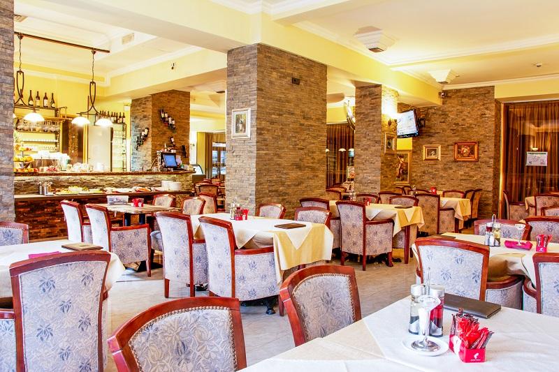 Великден в Нови Сад, със Запрянов Травел! 2 нощувки със закуски и 1 празнична вечеря в хотел Planeta Inn 4*, транспoрт - Снимка 2