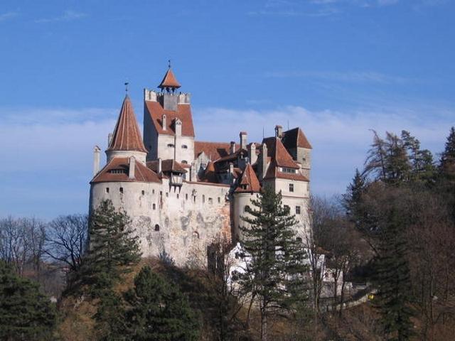 Септемврийски празници в Румъния: 2 нощувки със закуска, транспорт и посещение на Букурещ и замъка Бран от Туроператор Ванди-С! - Снимка 4