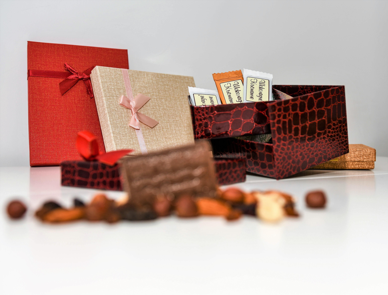 Кутия с 10 шоколадови късметчета, изработени от висококачествен белгийски гурме шоколад на марката Callebaut от Choco Compliment - Снимка 2