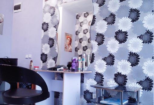 Цялостна визия за празниците! Подстригване, кичури тип балеаж или омбре, оформяне на прическа и маникюр с 2 декорации в салон Веслец - Снимка 4