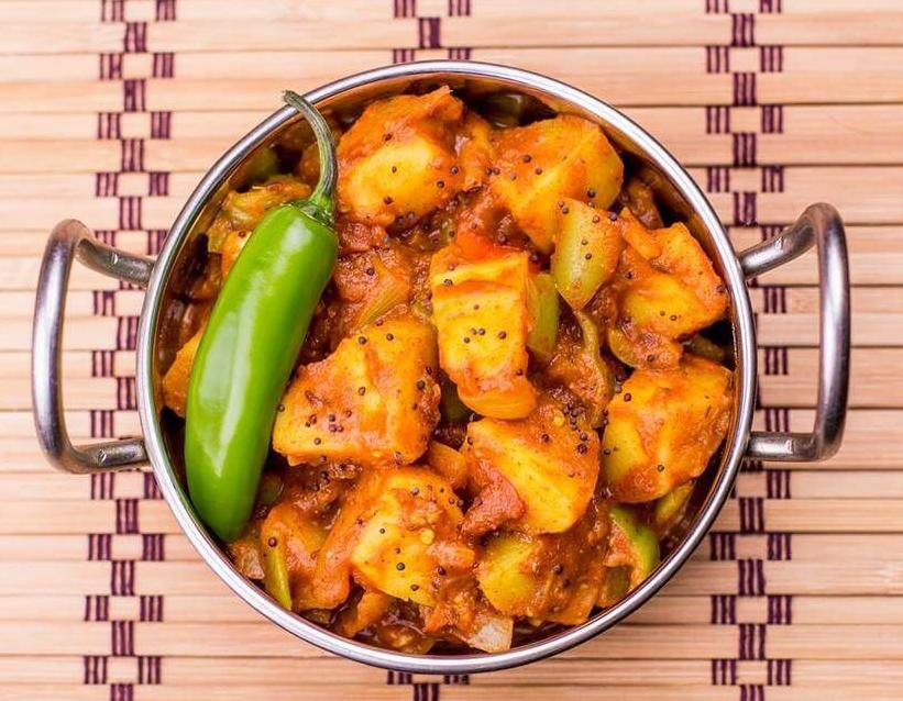 Салата и основно ястие по избор от цялото меню, чаша вино, традиционен индийски хляб и кана вода в индийски ресторант Spice House! - Снимка 5