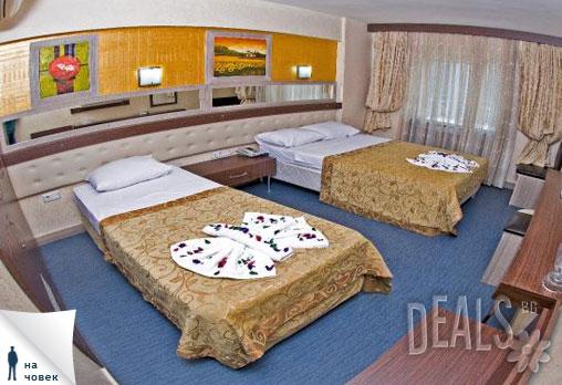 Екскурзия до Истанбул - този път в четири звездния Marinem Hotel 4*. Фестивалът на лалето в Турция Ви очаква - 3 дни, 2 нощувки и закуски, автобусен транспорт за 149лв на човек от Туроператор Ели Рос - Снимка 5