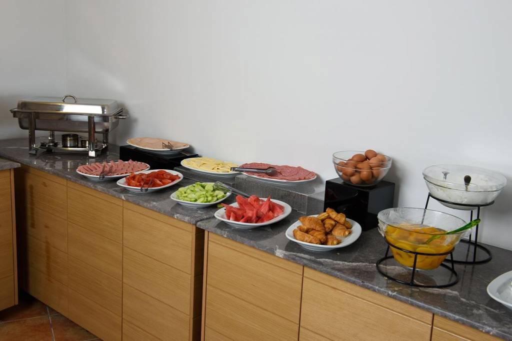 Нова година на о. Корфу, Гърция! 3 нощувки със закуски и вечери в Olympion village 3+*, транспорт, водач и посещение на двореца Ахилион! - Снимка 11