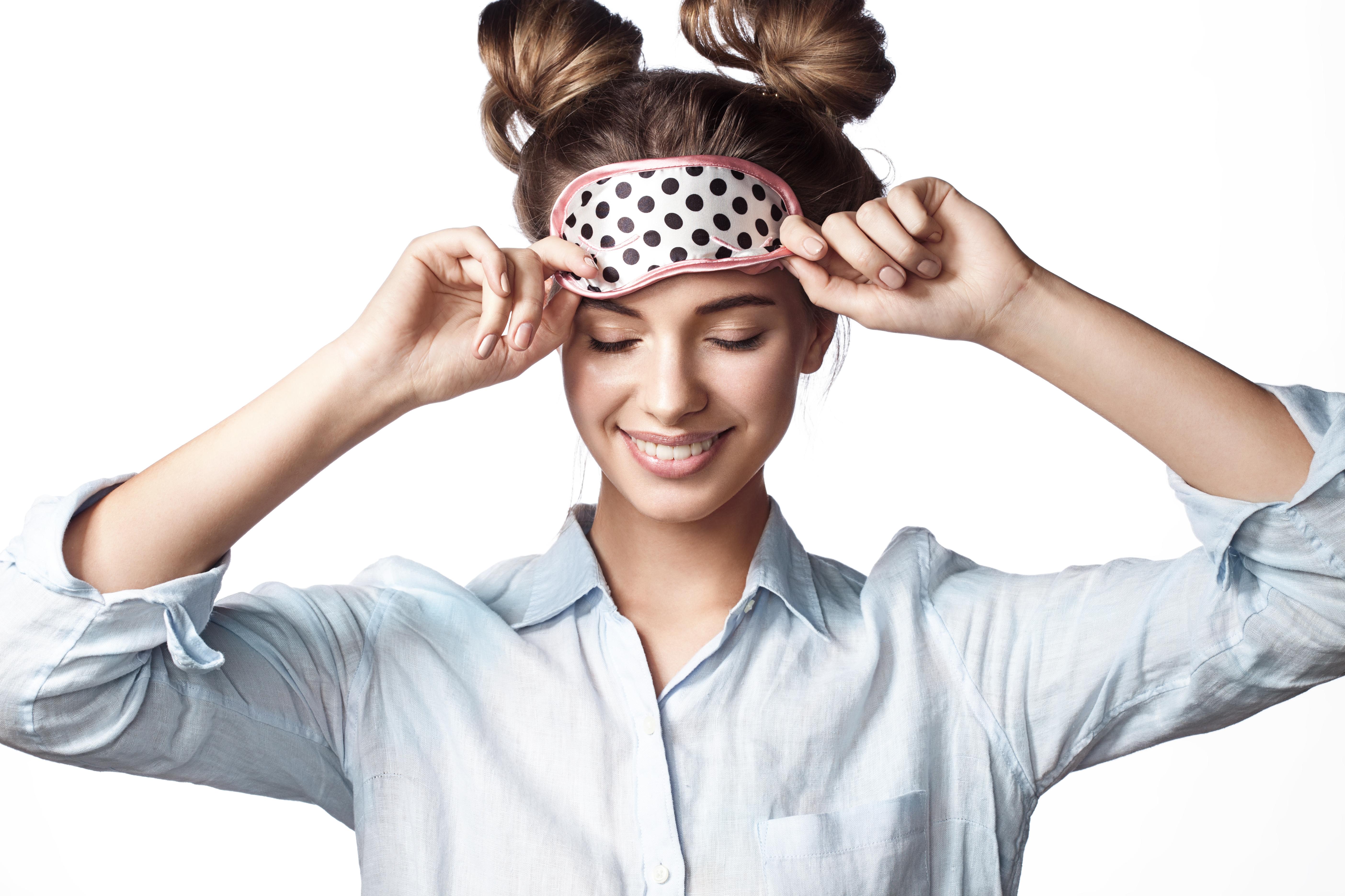 Мануално почистване на лице, нанасяне на билкова, кислородна или дълбоко почистваща маска и матиращ флуид във Фризьорски салон Moataz Style! - Снимка