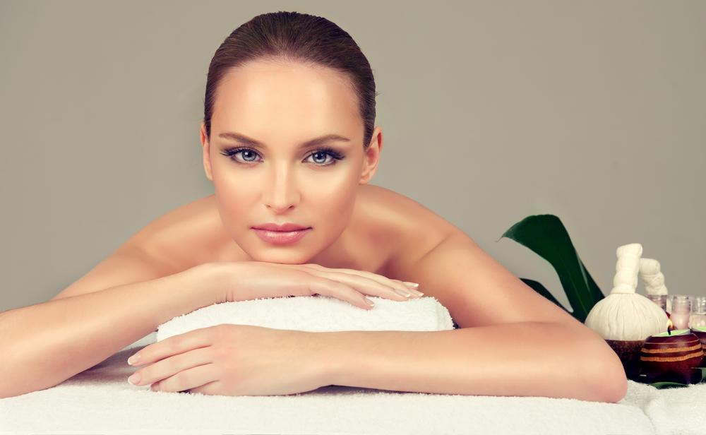 Подарете истинско СПА изживяване на любим човек с масаж на цяло тяло с масла от роза, пилинг, рефлексотерапия и терапия за лице Фризьорски салон Moataz Style! - Снимка 3